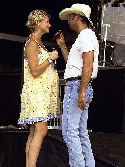 Tim mcgraw faith hill 19th wedding anniversary photos for How old are faith hill s daughters