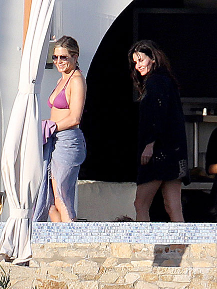 LOS CABOS, MEXICO photo | Courteney Cox, Jennifer Aniston