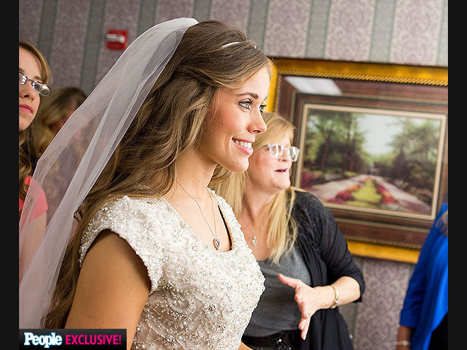 Jessa duggar wedding to ben seewald photos for Jessa duggar wedding dress