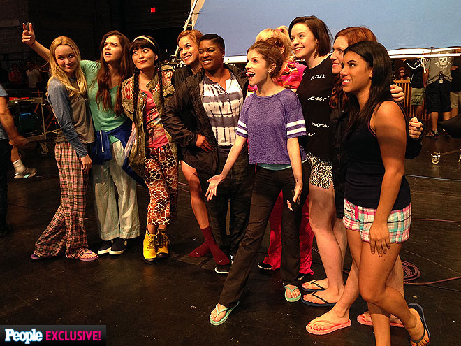 Pitch perfect 2 photos behind the scenes - Pitch perfect swimming pool scene ...