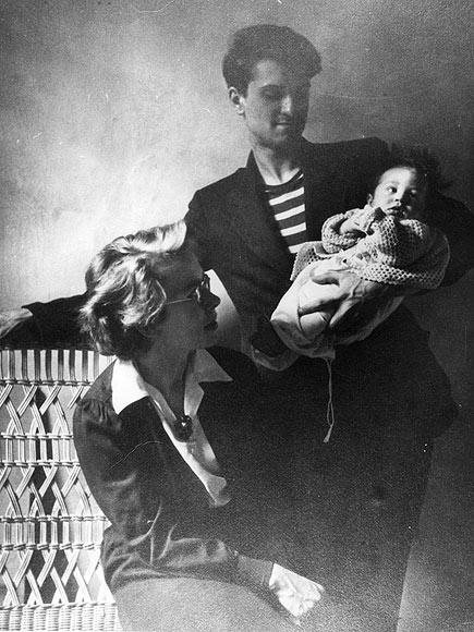 PORTRAIT OF A FAMILY photo | Robert De Niro