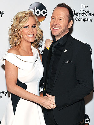 Jenny McCarthy & Donnie Wahlberg: Wedding at Applebees?