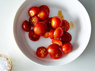 How to slice cherry tomatoes