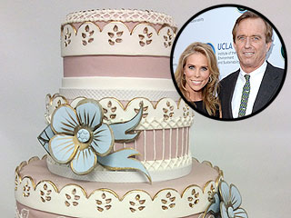 See Cheryl Hines and Robert F. Kennedy Jr.'s Wedding Cake