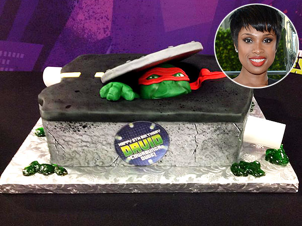 Jennifer Hudson Teenage Mutant Ninja Turtle Cake