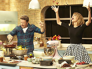 Watch Taylor Swift and Jamie Oliver 'Bake It Off'