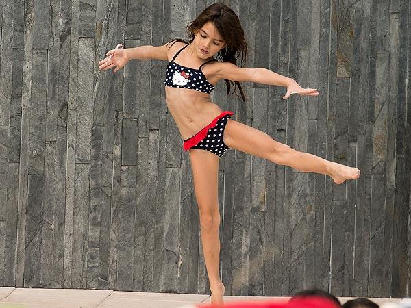 Katie Holmes Sports a Pink Bikini in Miami| Miami, Katie Holmes, Suri Cruise
