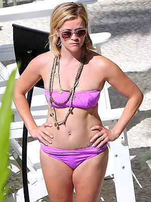 English: Reese Witherspoon‭ ‬2014‭ ‬Purple Bikini Hawaii‭