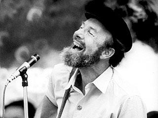 Pete Seeger, Legendary Folk Singer, Dies at Age 94