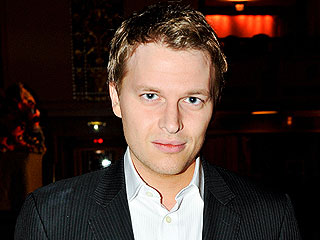 Ronan Farrow Tweets Support for Sister Dylan After Woody Allen Allegations
