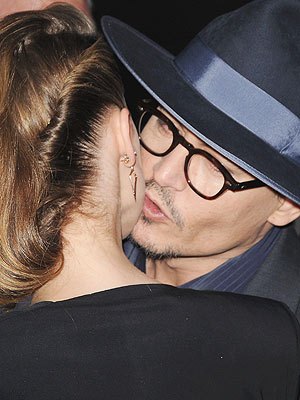 Johnny Depp & Amber Heard Kiss at Her Movie Premiere | Amber Heard, Johnny Depp
