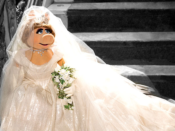 Miss Piggy wedding gown