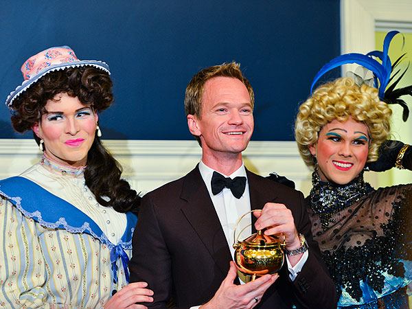 Neil Patrick Harris Goes Drag to Accept Hasty Pudding Award| Hasty Pudding Awards, Hedwig and the Angry Inch, Neil Patrick Harris