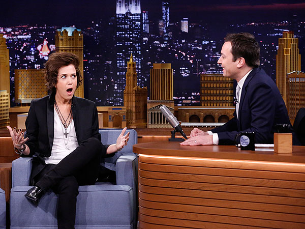 She's No Directioner: Kristin Wiig Impersonates Harry Styles on Tonight Show