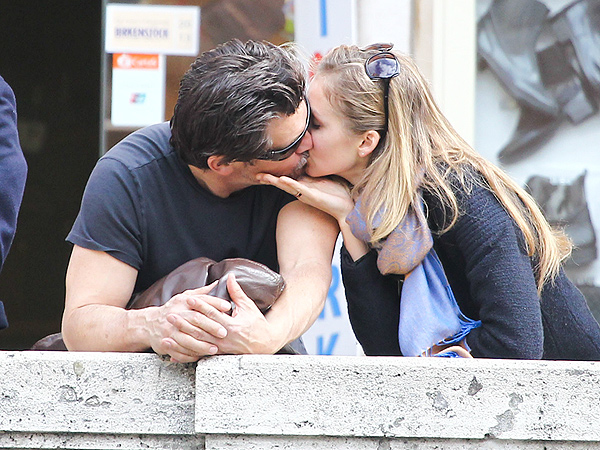 Josh Brolin Photographed Kissing Kathryn Boyd in Rome| Couples, Josh Brolin