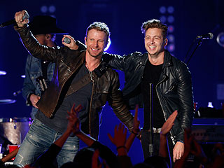 Watch OneRepublic and Dierks Bentley Duet on 'Counting Stars'