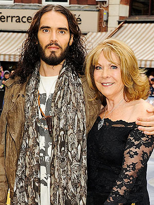 Russell Brand Cancels Shows After Mother's Breast Cancer Diagnosis