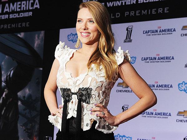 Scarlett Johansson Flaunts Pregnancy Curves at Captain America Premiere | Scarlett Johansson