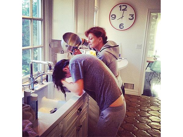 Susan Sarandon Washes Eva Amurri Martino's Hair in Sink After Earthquake Shuts Off Hot Water