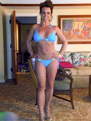 PHOTO: Britney Spears Rocks Blue Bikini in Hawaii | Britney Spears