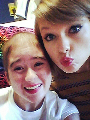 VIDEO: Taylor Swift Sweetly Bonds with a Teen Patient at Cancer Center