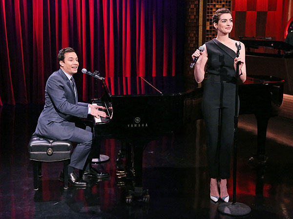 Anne Hathaway Disputes 'Drowning' Rumors, Sings Snoop Dogg With Jimmy Fallon