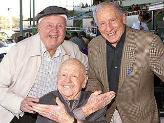 Mickey Rooney Poses with Old Friends in One of His Last Photos | Dick Van Patten, Mel Brooks, Mickey Rooney