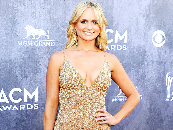 Miranda Lambert Concert: Cries While Singing to Child