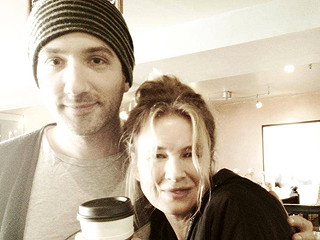 Coffee Break! Renee Zellweger Learns How to Make Latte Art