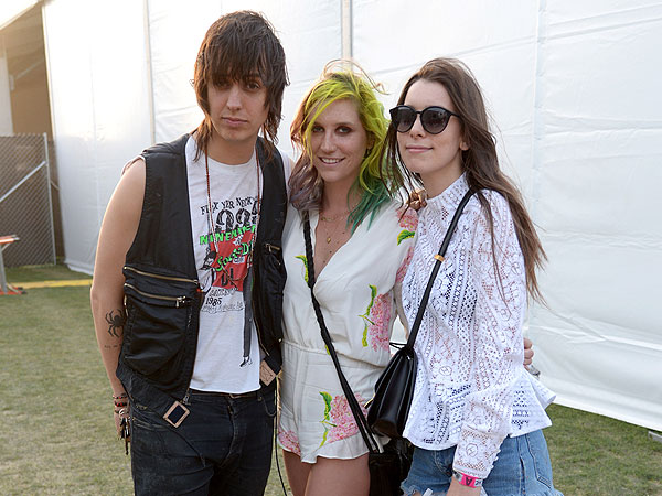 Coachella 2014: Katy Perry Catches Up with Lea Michele and Robert Pattinson| The Coachella Music and Arts Festival, Aaron Paul, Fergie, Julianne Hough, Katy Perry, Lea Michele, Robert Pattinson, Selena Gomez