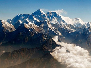 12 Killed, 3 Missing in Deadliest Avalanche Ever on Mount Everest