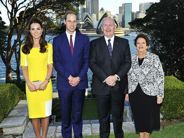 Royal Family Arrives in Australia, Prince George Receives Oversize Wombat Toy| The British Royals, The Royals, Kate Middleton, Prince George, Prince William
