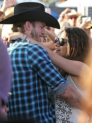 Ashton Kutcher and Mila Kunis Look Lovey-Dovey at Stagecoach Festival