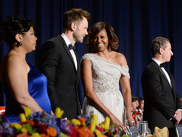 Joel McHale's Performance 'Was a Mess,' Says PEOPLE TV Critic| Barack Obama, Joel McHale, Individual Class