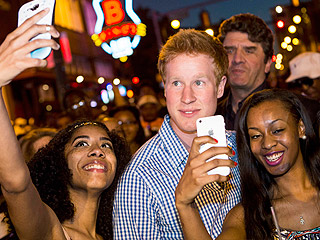 See the Prince Harry Lookalike Mobbed by Crowds in Memphis | Prince Harry