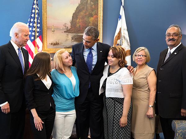 Amanda Berry and Gina DeJesus Show Off Their White House Photos  Amanda Berry, Ariel Castro, Barack Obama, Gina DeJesus, Michelle Knight