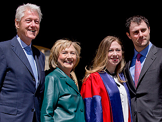 PHOTO: Pregnant Chelsea Clinton Receives Doctorate Degree from Oxford