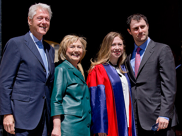Pregnant Chelsea Clinton Receives Doctorate Degree from Oxford