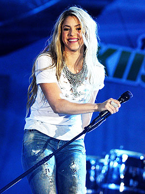 Shakira Will Perform at the 2014 Billboard Music Awards