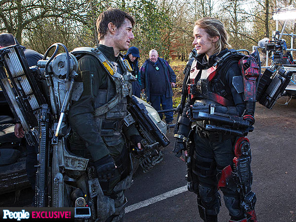 Tom Cruise and Emily Blunt Talk Stunts on Edge of Tomorrow: 'Never Compare Bruises'