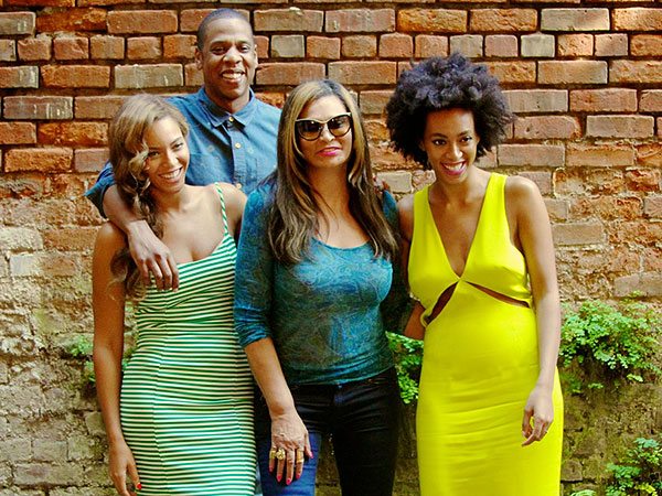 Beyoncé, Solange and Jay Z Pose Together in New Orleans