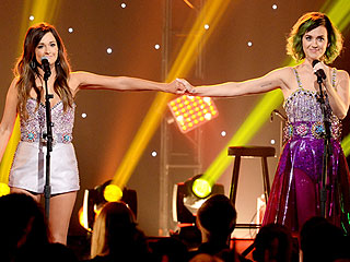 VIDEO: Watch Katy Perry 'Roar' with Kacey Musgraves | Kacey Musgraves, Katy Perry