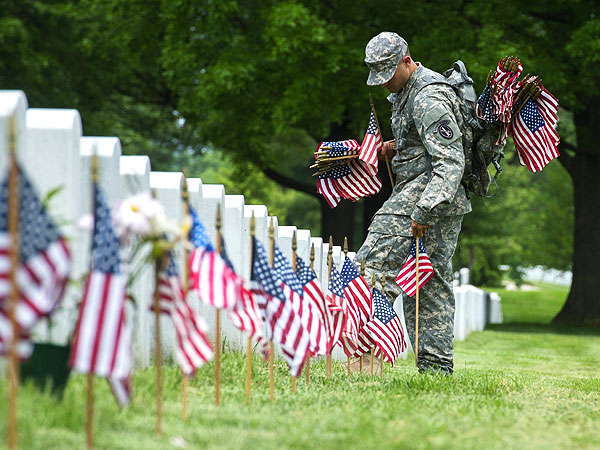 See How People Around the World Pay Tribute to Our Troops on Memorial Day| Heroes Among Us, Memorial Day