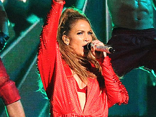 Jennifer Lopez Stages Bronx Homecoming Show – but Was Casper There?