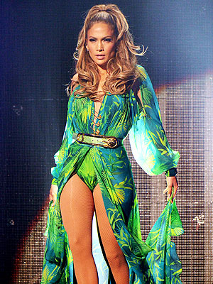 Jennifer Lopez Stages Bronx Homecoming Show Surrounded by Friends (but Not Casper Smart)| Music News, Casper Smart, Jennifer Lopez