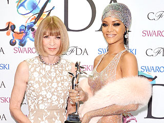 You Have to See This Text Conversation Between Rihanna and Anna Wintour