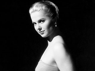 Martha Hyer, Oscar-Nominated Hollywood Glamour Girl, Dies at 89