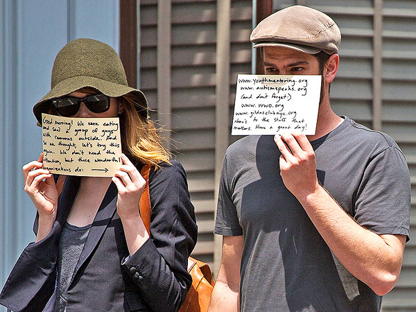Anne Hathaway & Adam Shulman Copy Emma Stone & Andrew Garfield with Charitable Signs| Adam Shulman, Andrew Garfield, Anne Hathaway, Emma Stone