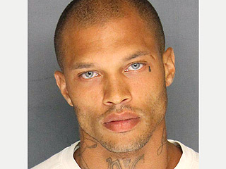 'Hottie Thug' Jeremy Meeks Signs That Modeling Contract … in Jail