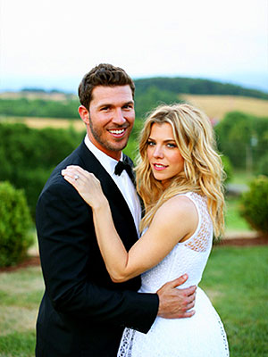 Kimberly Perry Looks Gorgeous in Official Wedding Photo| The Band Perry, Marriage, Wedding